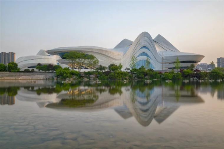 扎哈在中国的遗作终于完成,耗资28亿,施工难度堪比鸟巢_7