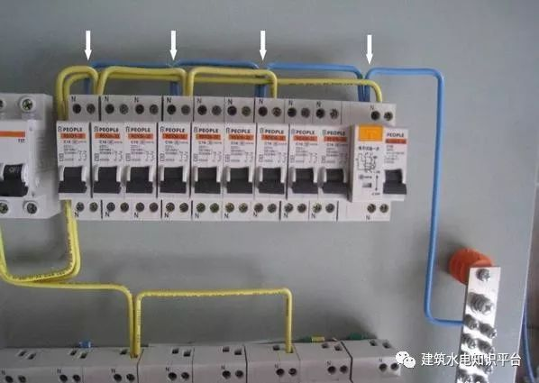 建筑电气工程施工质量通病和解决方法(现场施工图片解说)_22