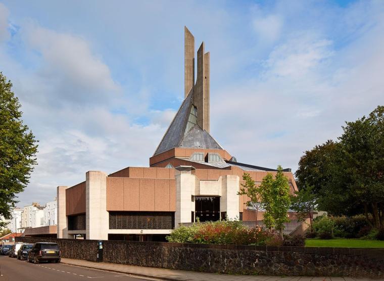 粗野主义风格的克利夫顿大教堂
