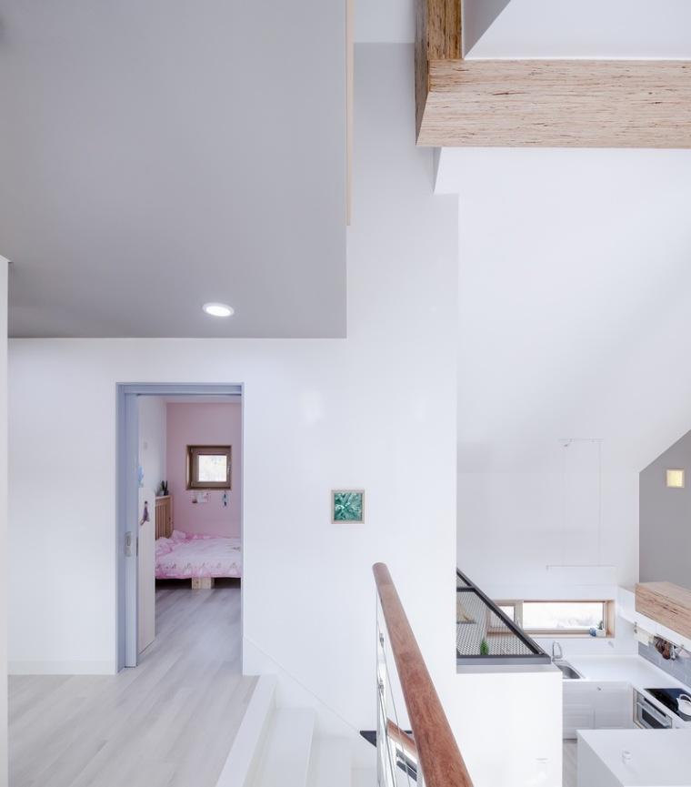 山脚下的私密性阶梯住宅_9