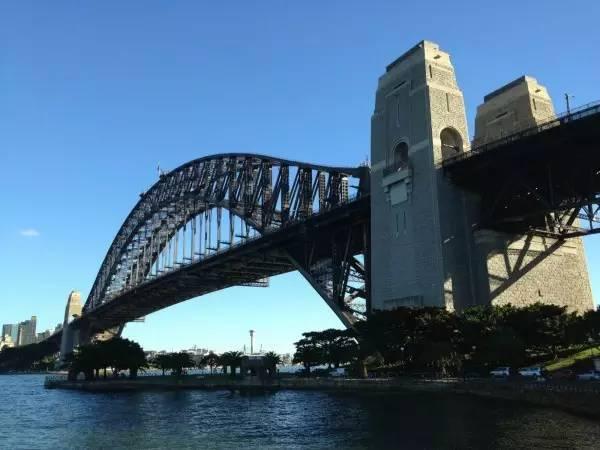 全球50个地标性建筑,认识10个就算你合格!-悉尼海港大桥(澳大利亚•悉尼).jpg