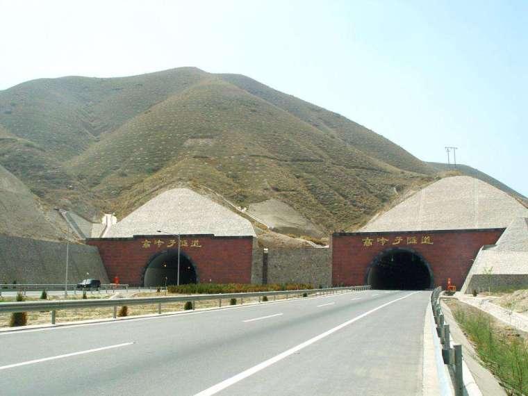 高速公路隧道施工安全工作总结汇报(word,5页)