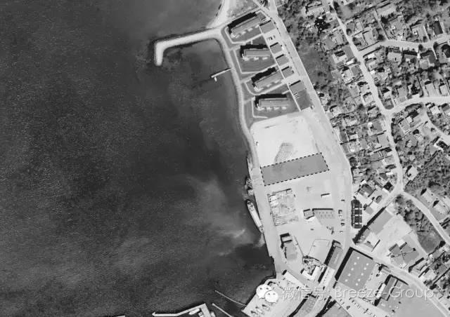 莱姆维滑板公园-在2013年的春天,莱姆维市面对一群市民渴望在城市的海港前把一个空的工业地段成 休闲和娱乐的区域。为了满足当地居民的需求,EFFEKT密切合作,与来自代表 不同的用户群体开发出一种新型的城市空间。这种合作的结果是一个综合滑板公园+城市公园 所提供的一系列编程功能和适合所有年龄的娱乐机会。坐落在美丽的环境,园区创造了 在莱姆维新的社会空间,吸引溜冰者和他们的家庭从整个区域。