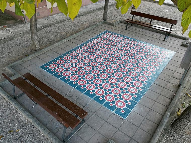 西班牙地面铺瓷砖装置艺术