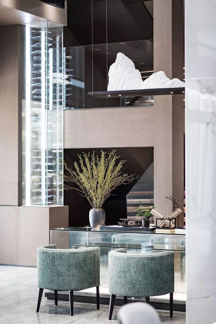 大理石、不銹鋼、木飾面……這是對銷售空間最好的表達