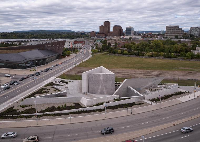 加拿大国家大屠杀纪念碑-2