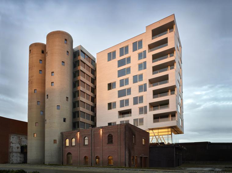 比利时工业筒仓巧妙改造成公寓