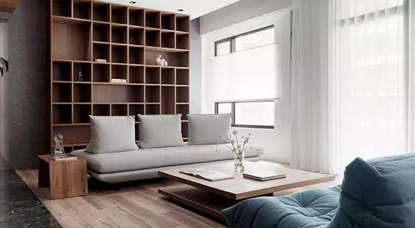 台湾新北的这间双拼住宅,利用木质营造轻松自然的室内氛围