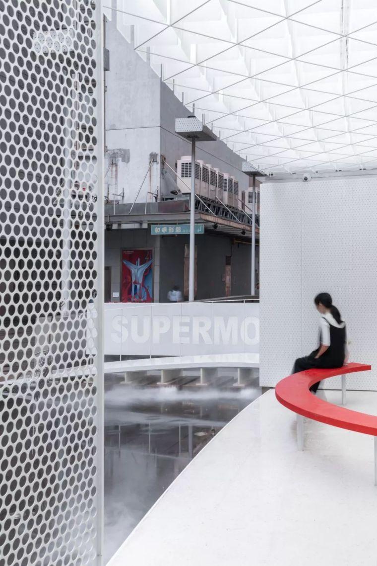 红白之间的未来感|超级猩猩健身房上海来福士店_16