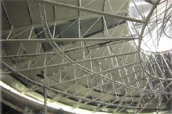 [创新QC]大跨度马鞍型屋面吊顶操作平台的研制