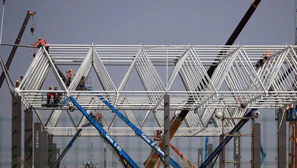 探访上海特斯拉超级工厂,屋面钢网架施工