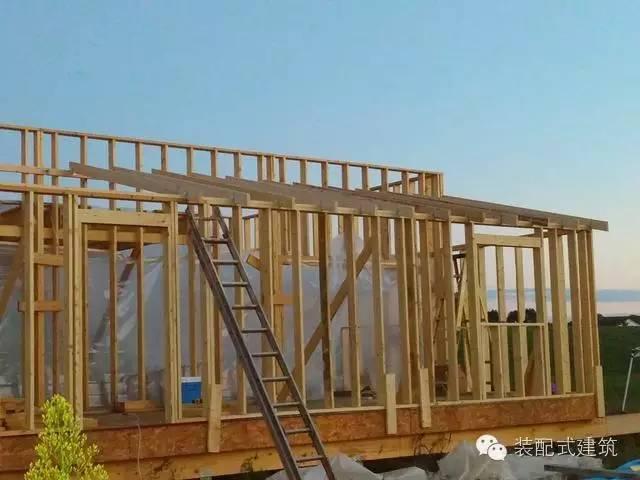 美国农村建房全程实拍——装配式木结构施工,速度快、性能好!_18