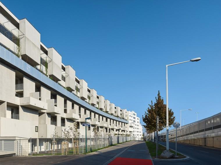维也纳PerformativeBrise-Soleil社会福利住房