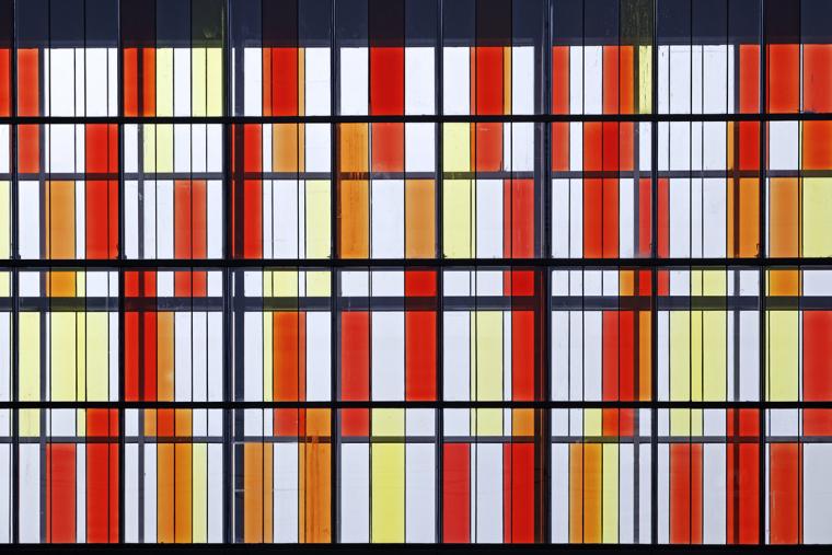 026天桥的彩色玻璃.jpg