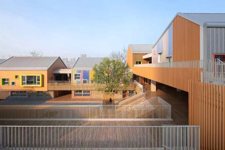 """建筑師做了個""""村落式""""幼兒園,每個角落都塞進了好玩的空間!"""