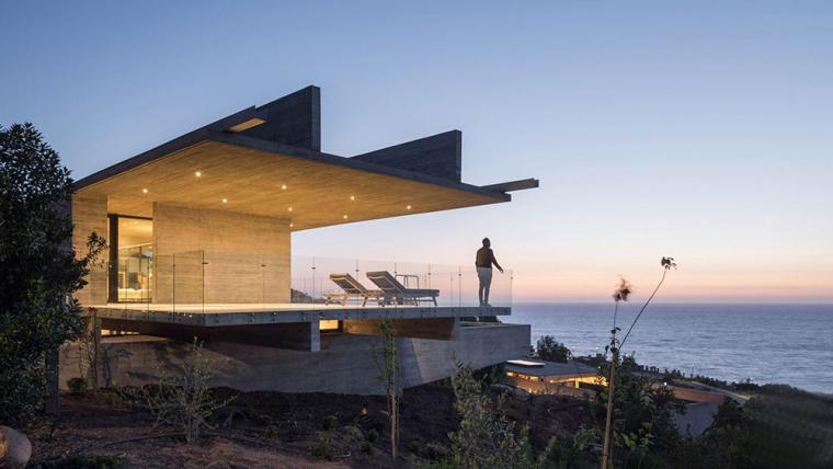 太平洋海岸边的粗犷住宅