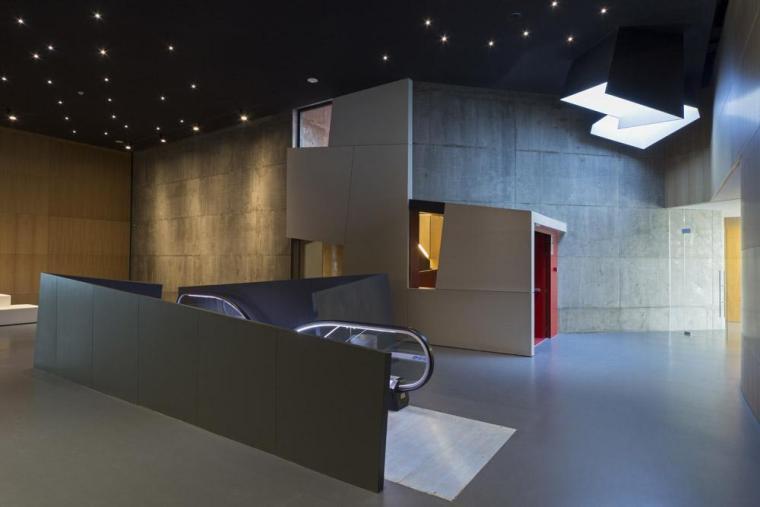 西班牙独特雕塑般构造的文化中心内部实景图 (17)