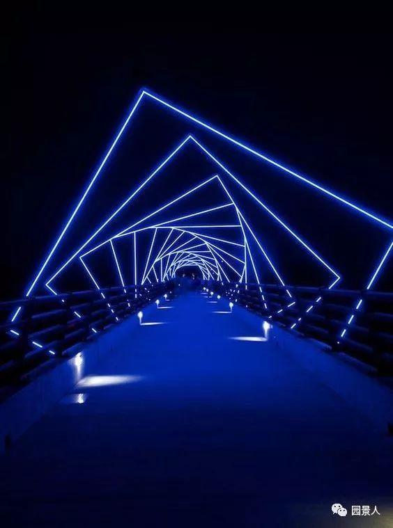 景观桥 —— 落入人间的彩虹