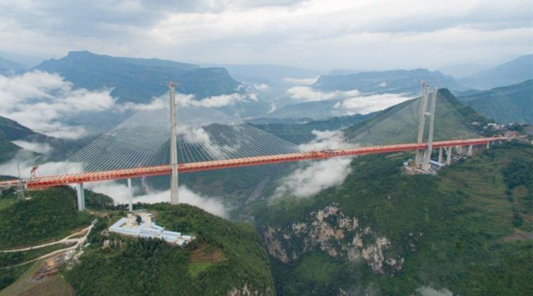 美得震撼!世界第一高桥北盘江大桥合龙航拍视频