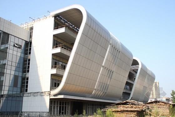 建筑工程大跨度钢结构弧形铝板幕墙施工工法(28页)