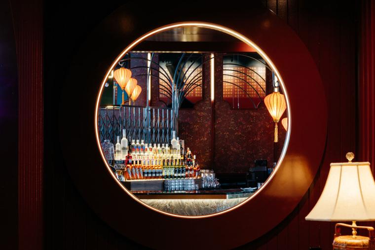加拿大MissWong中餐厅-003-miss-wong-restaurant-by-menard-dworkind-architecture-design