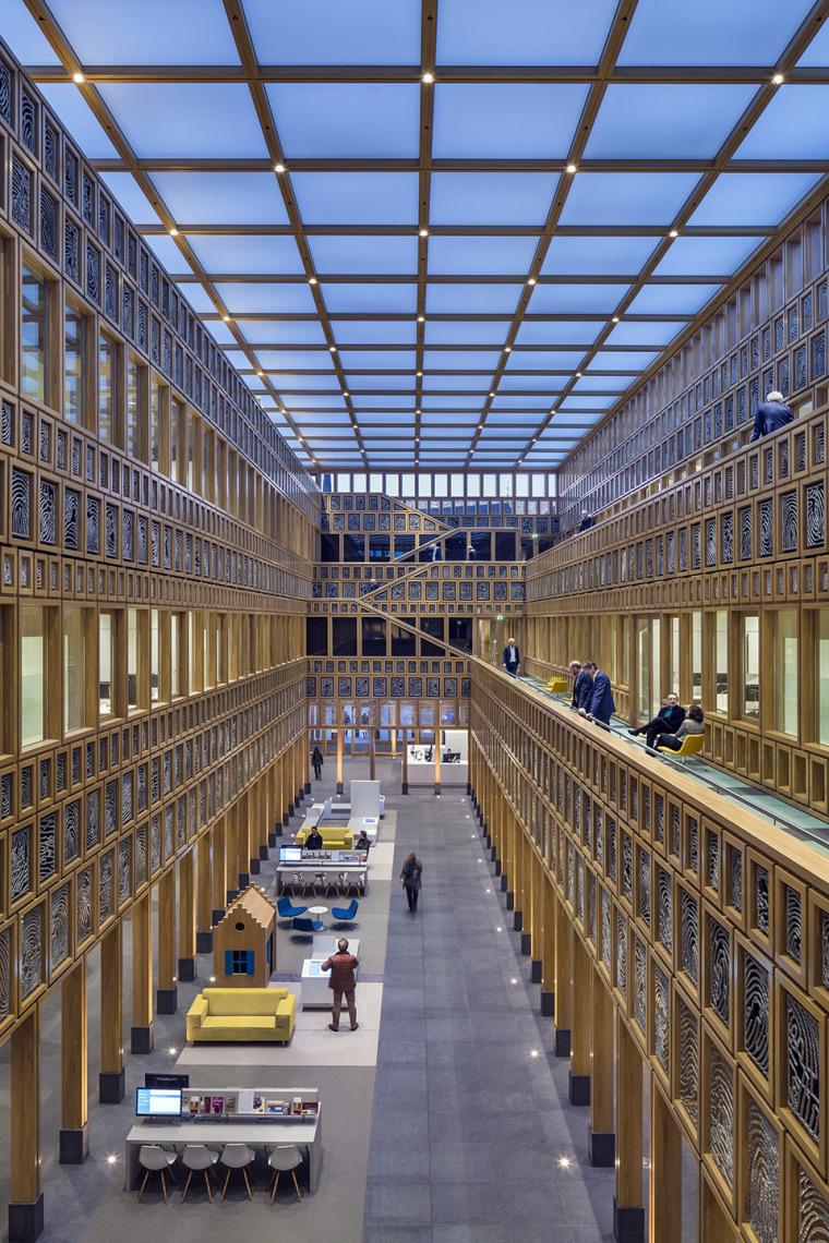 全新代芬特尔市综合体建筑内部实景图 (8)