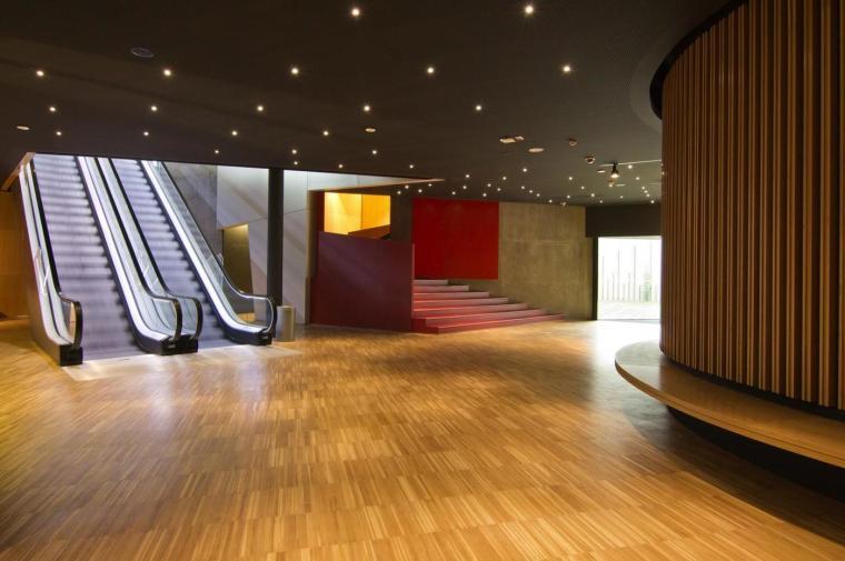 西班牙独特雕塑般构造的文化中心内部实景图 (11)