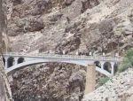 中国最神秘的大桥,武警24小时全天守卫,途径者必须快速通过!