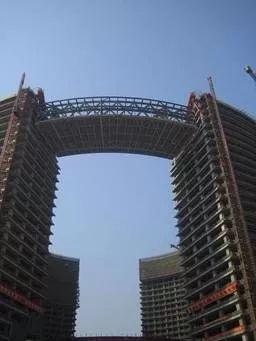 杭州市民中心钢结构连廊吊装技术