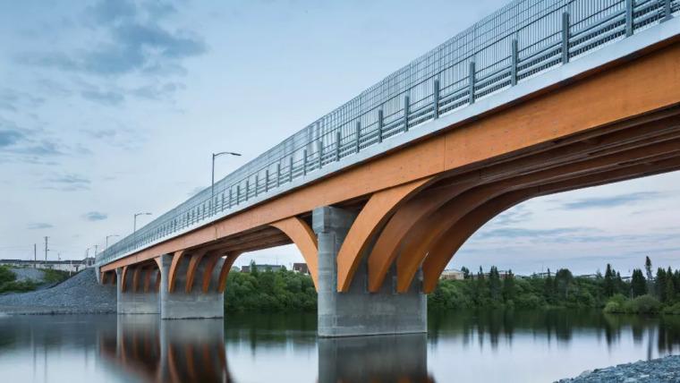 木结构桥梁,160米跨度,车还能在上面行驶