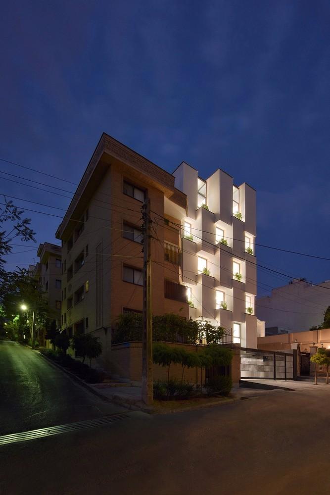 一栋建筑只做一个立面:伊朗棋盘格办公楼