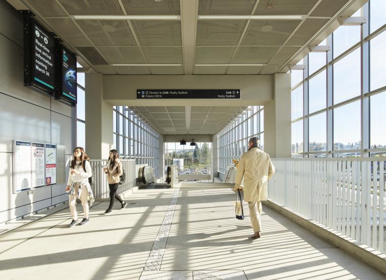 美国华盛顿大学轻轨站-11