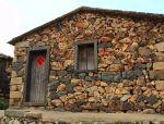 """农村废旧石头变成了墙,""""糙""""美"""