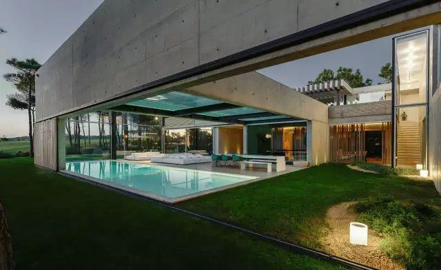 把屋顶设计成空中泳池,只有鬼才,才敢如此设计!_37