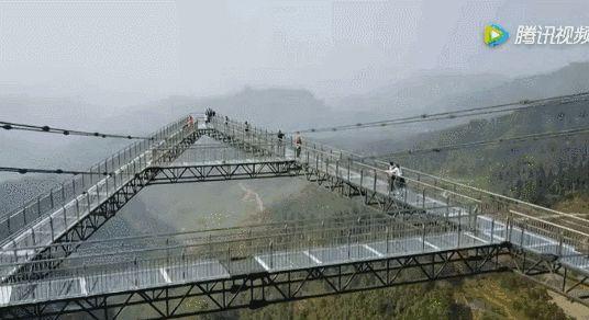 世界首座悬链桥——红旗峰玻璃桥开工建设_6