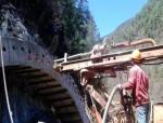 铁路隧道施工的特点及安全风险控制技术