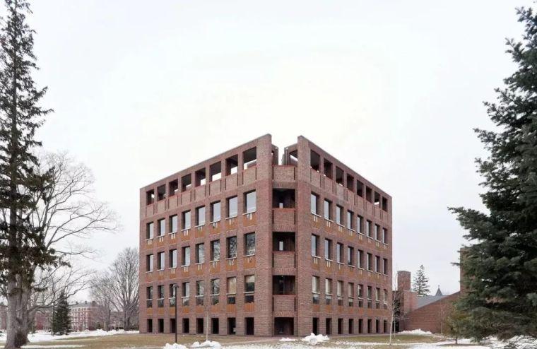 路易斯康50年前設計了「神之圖書館」