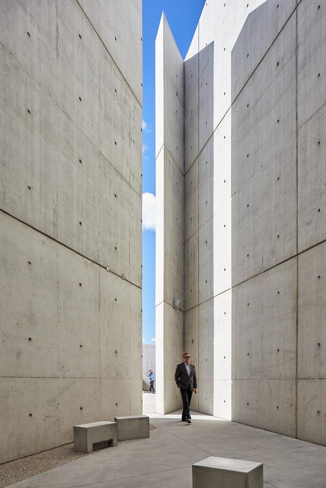 加拿大国家大屠杀纪念碑-13