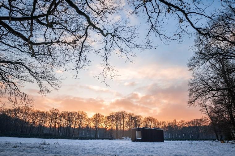 比利时能移动的生态小木屋外部实景图