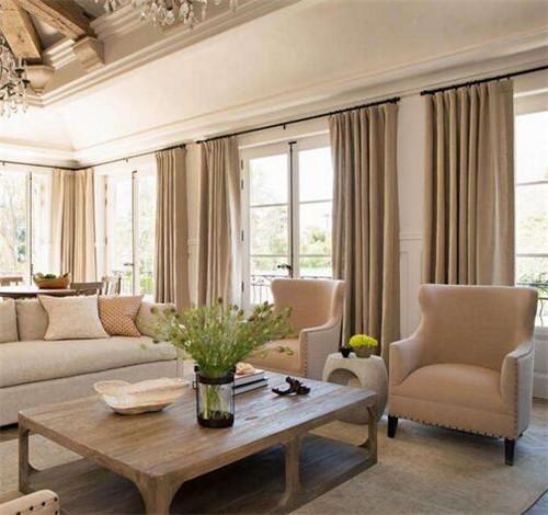 室内软装之木色家具搭配什么窗帘好看
