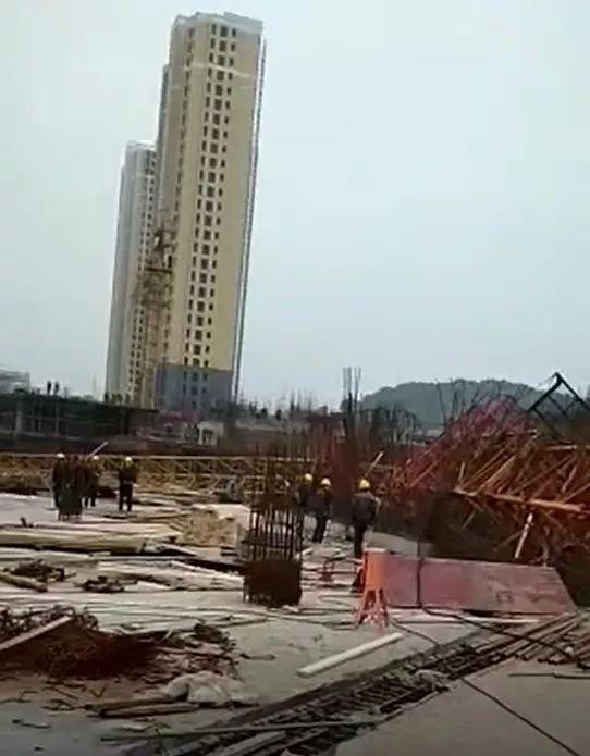 又一起塔吊倒塌事故,3人死亡!附全套塔吊安装及安全培训必备知