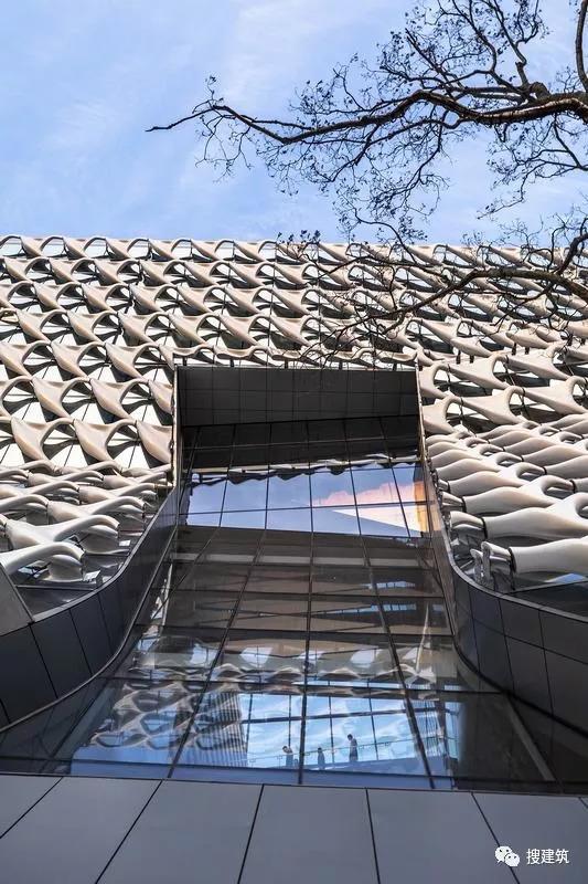 """这立面漂亮 —— """"织物般""""的办公楼建筑"""