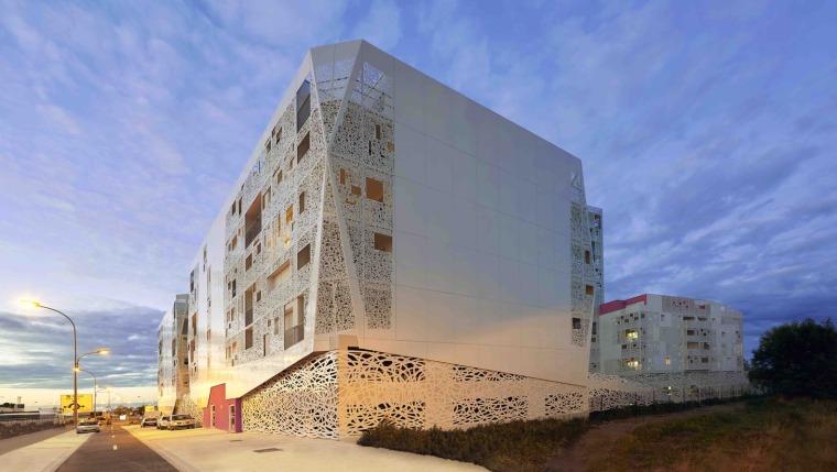 法国花式隔热混凝土的公寓楼外部实景图 (11)