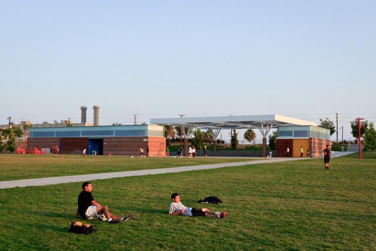 威尔明顿滨水公园——恢复滨水社区的活力