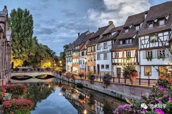 世界上最美的小镇,每走一步都是风景_26