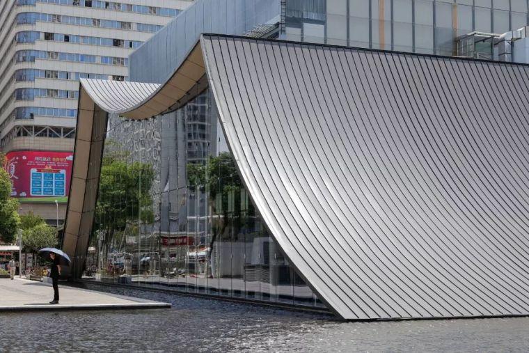 """经典的售楼处,精髓的""""坡屋顶"""",流动弧线型的曲面!!"""
