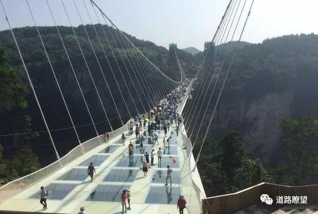 世界首座悬链桥——红旗峰玻璃桥开工建设_4