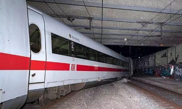 德国ICE高速列车在巴勒市脱轨