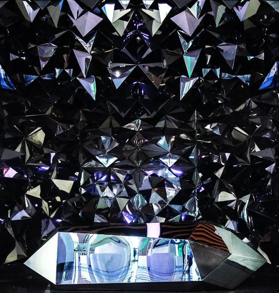 玻璃球浑浊能治愈_以光与材质传达灵魂,可治愈心灵的极简设计!