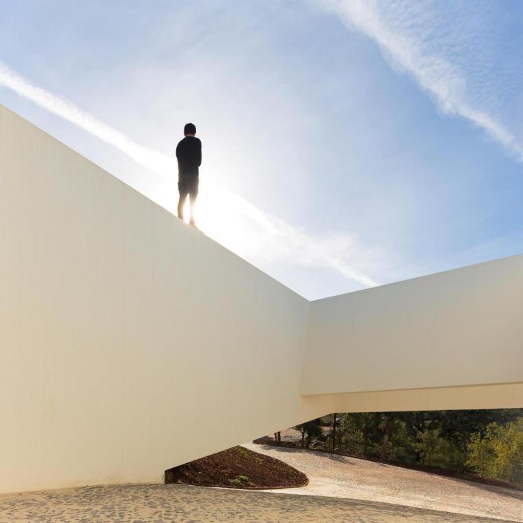 葡萄牙雕塑艺术般写意的住宅-1551071390264210
